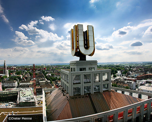 The tower of the former Union Brewery, known as Dortmunder U, has attracted international attention as a new center for art and creativity. In the Dortmunder U, memories of the past and the future meet. Here the structural change in the Ruhr area is visible; here the international appeal can be felt. Various institutions cooperate in the U, including the Museum Ostwall, the Hartware Media Art Association, the City of Dortmund Cultural Center, the Dortmund University of Applied Sciences, TU Dortmund University and the european centre for creative economy (ecce).